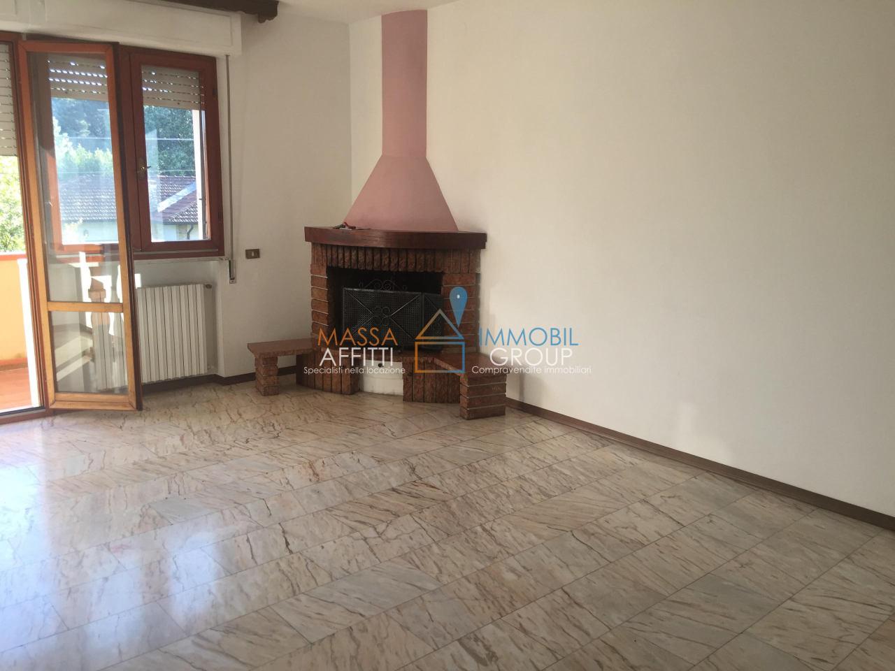 Appartamento in buone condizioni in affitto Rif. 4168545