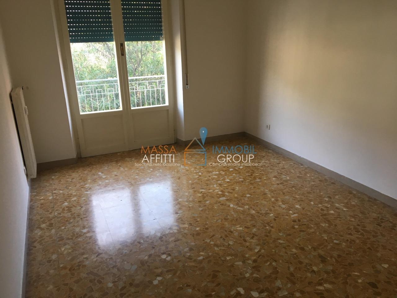 Quadrilocale in buone condizioni in affitto Rif. 8983344