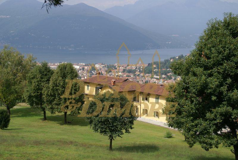 Villa in vendita a Luino, 5 locali, Trattative riservate | CambioCasa.it
