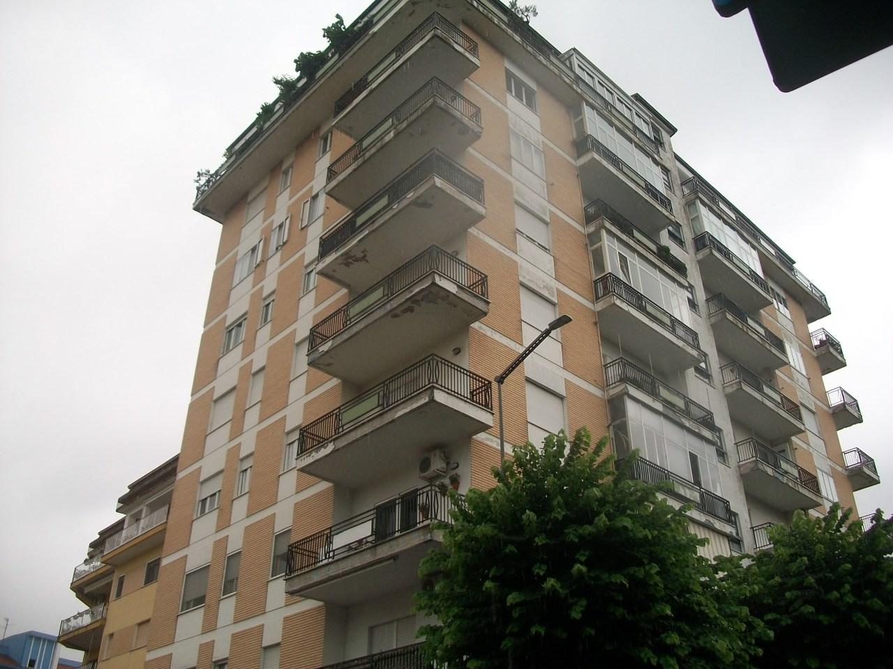 Appartamento in buone condizioni in vendita Rif. 7481676