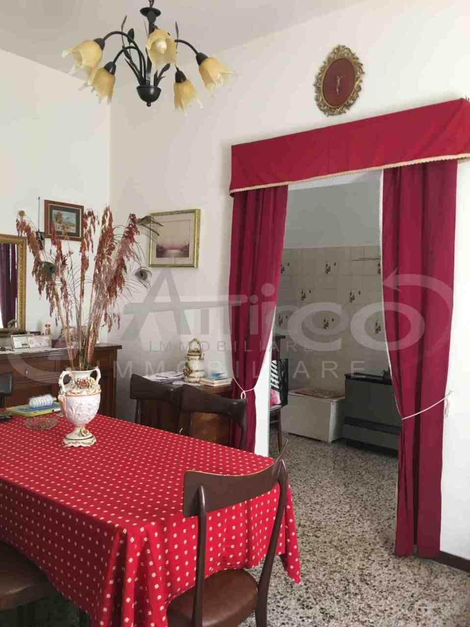 Porzione di casa in discrete condizioni in vendita Rif. 4169666