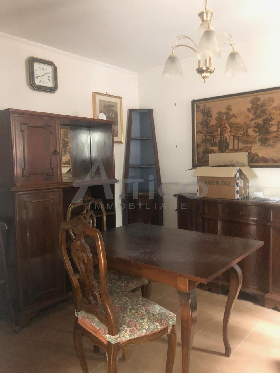 Porzione di casa in discrete condizioni in vendita Rif. 10519385