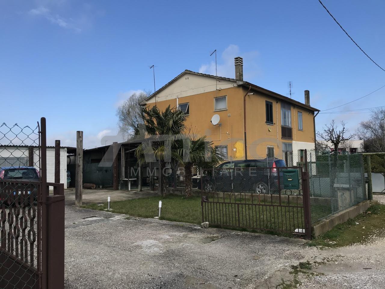 Appartamento in vendita a Rovigo, 4 locali, prezzo € 53.000 | CambioCasa.it