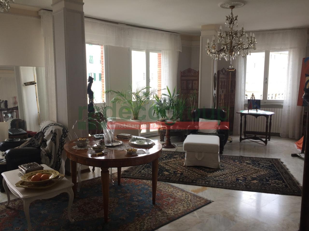Appartamento in buone condizioni in vendita Rif. 11328666