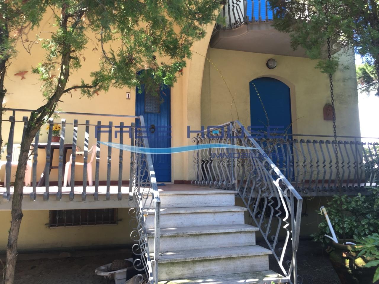 Villetta a schiera da ristrutturare in vendita Rif. 10055896