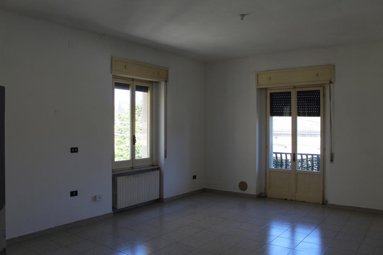 Appartamento in discrete condizioni in vendita Rif. 8311227