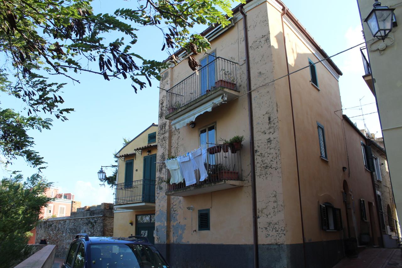 Porzione di casa in discrete condizioni in vendita Rif. 8502867