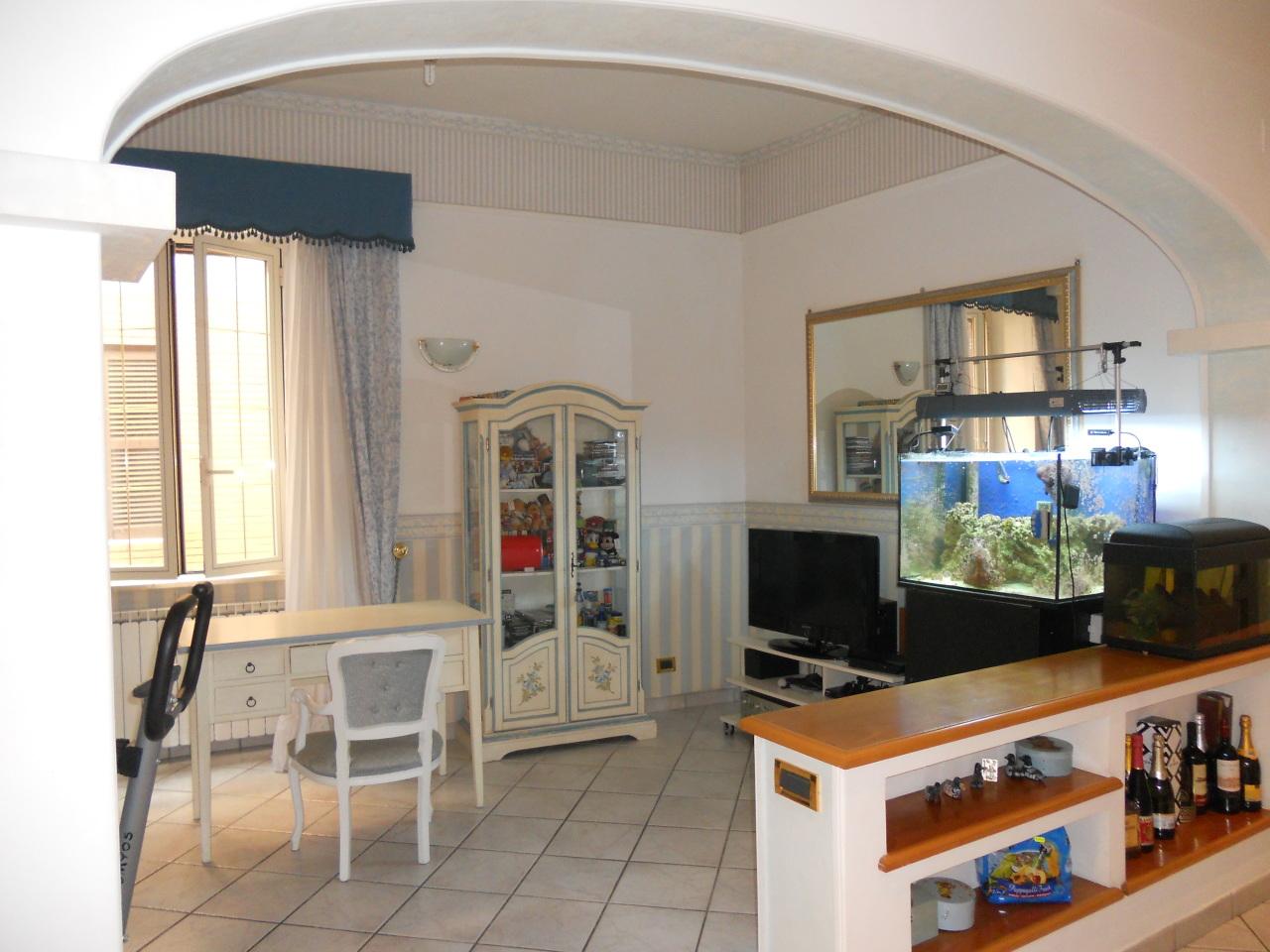 Appartamento in ottime condizioni in vendita Rif. 6615730