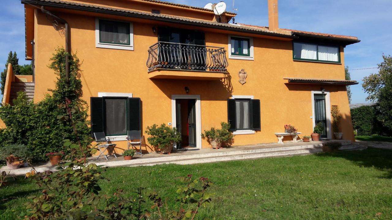 Trilocale in ottime condizioni arredato in affitto Rif. 11383246