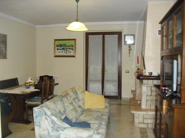 Appartamento in buone condizioni in vendita Rif. 8440356