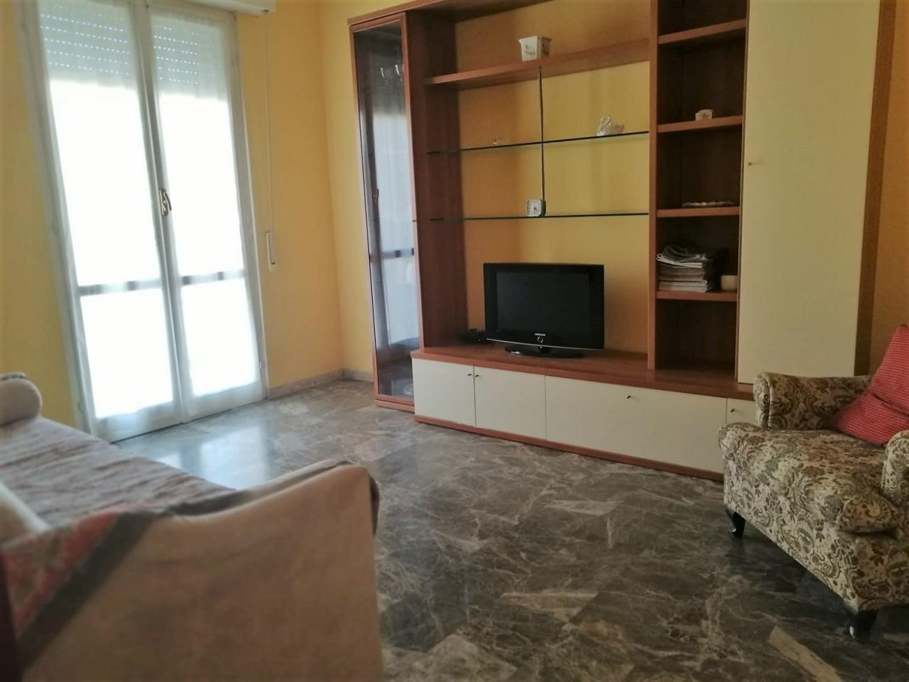 Bilocale in buone condizioni arredato in affitto Rif. 9863605