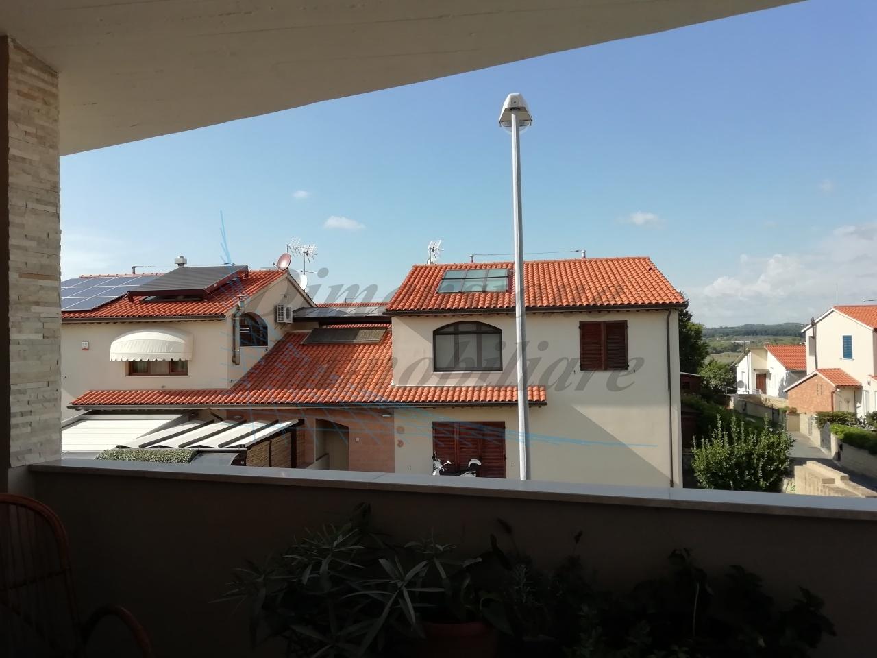 Appartamento in buone condizioni in vendita Rif. 8604701