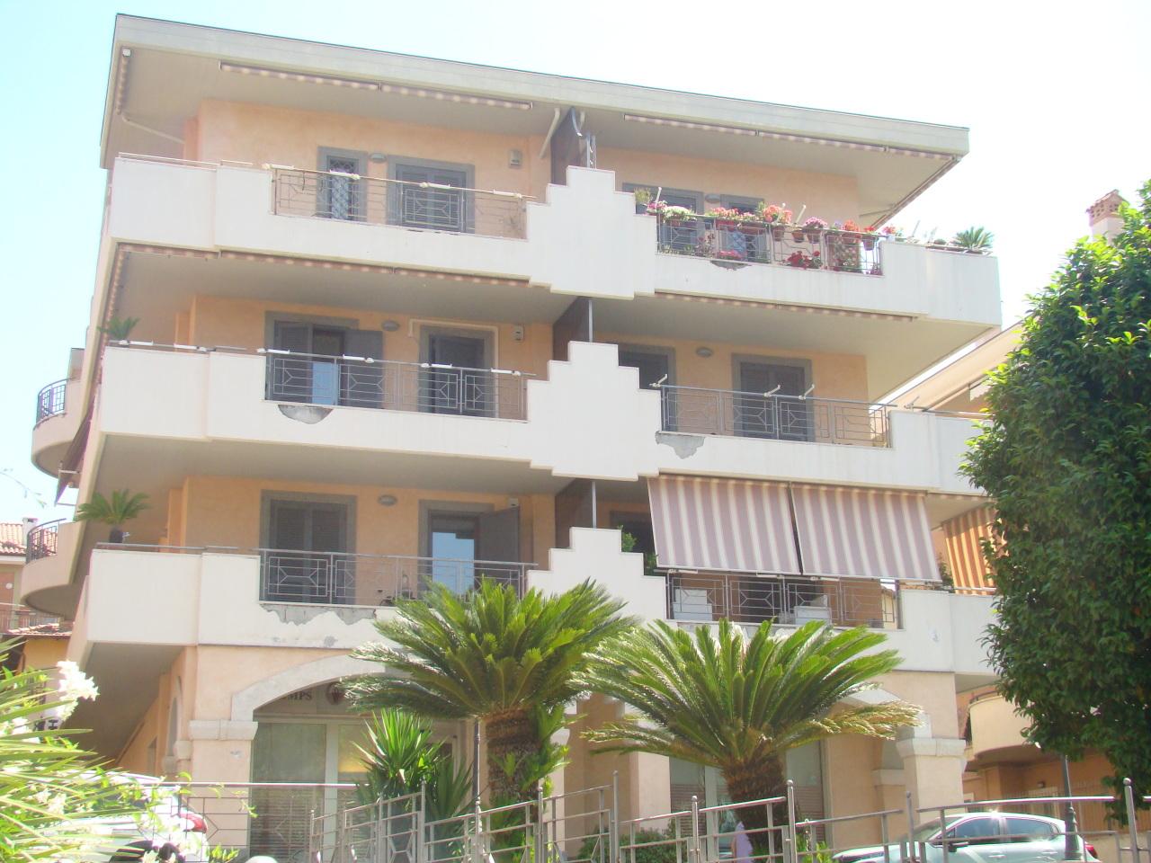 Appartamento in ottime condizioni in vendita Rif. 10547048