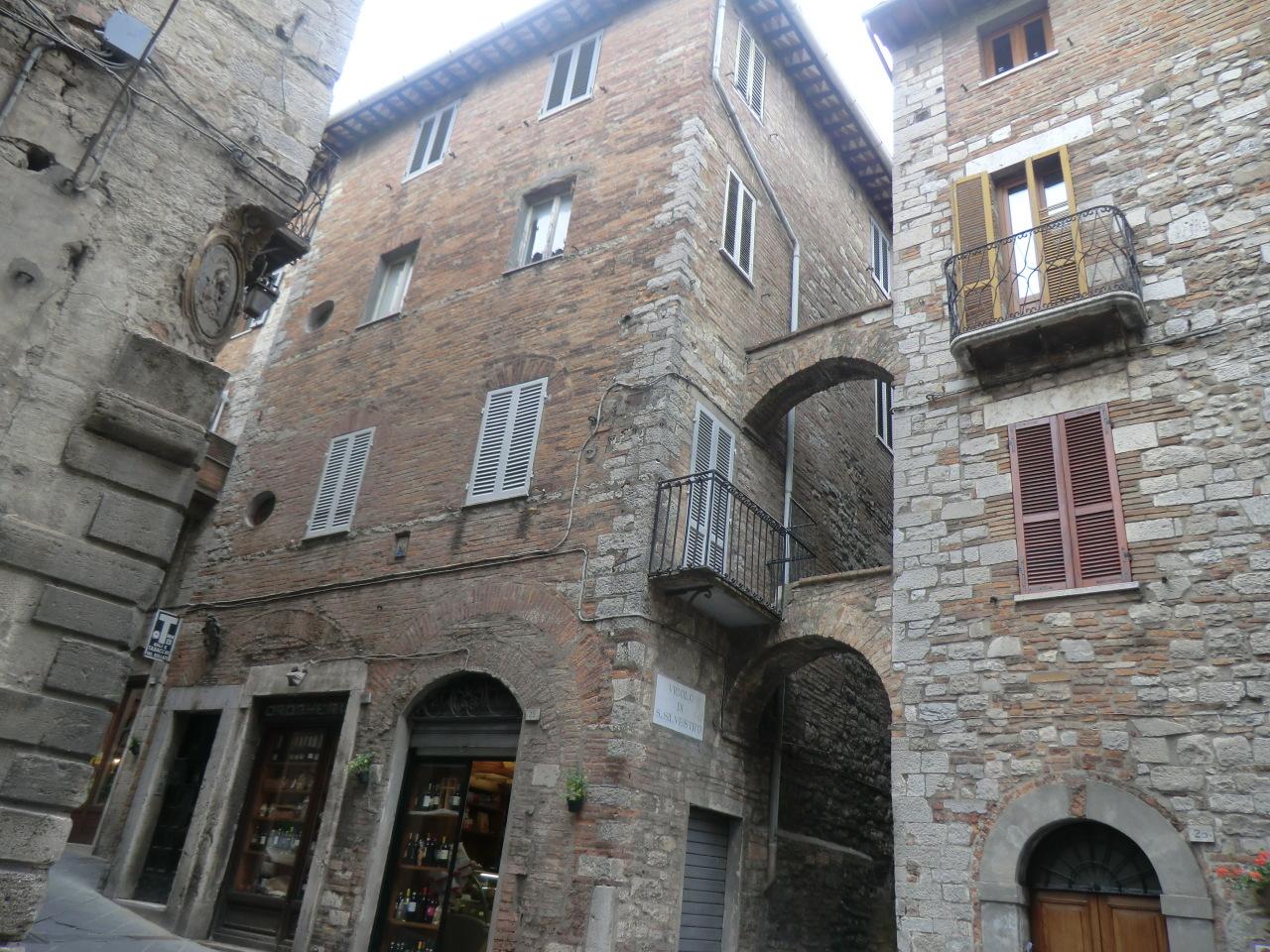 Appartamento in discrete condizioni in vendita Rif. 4158855