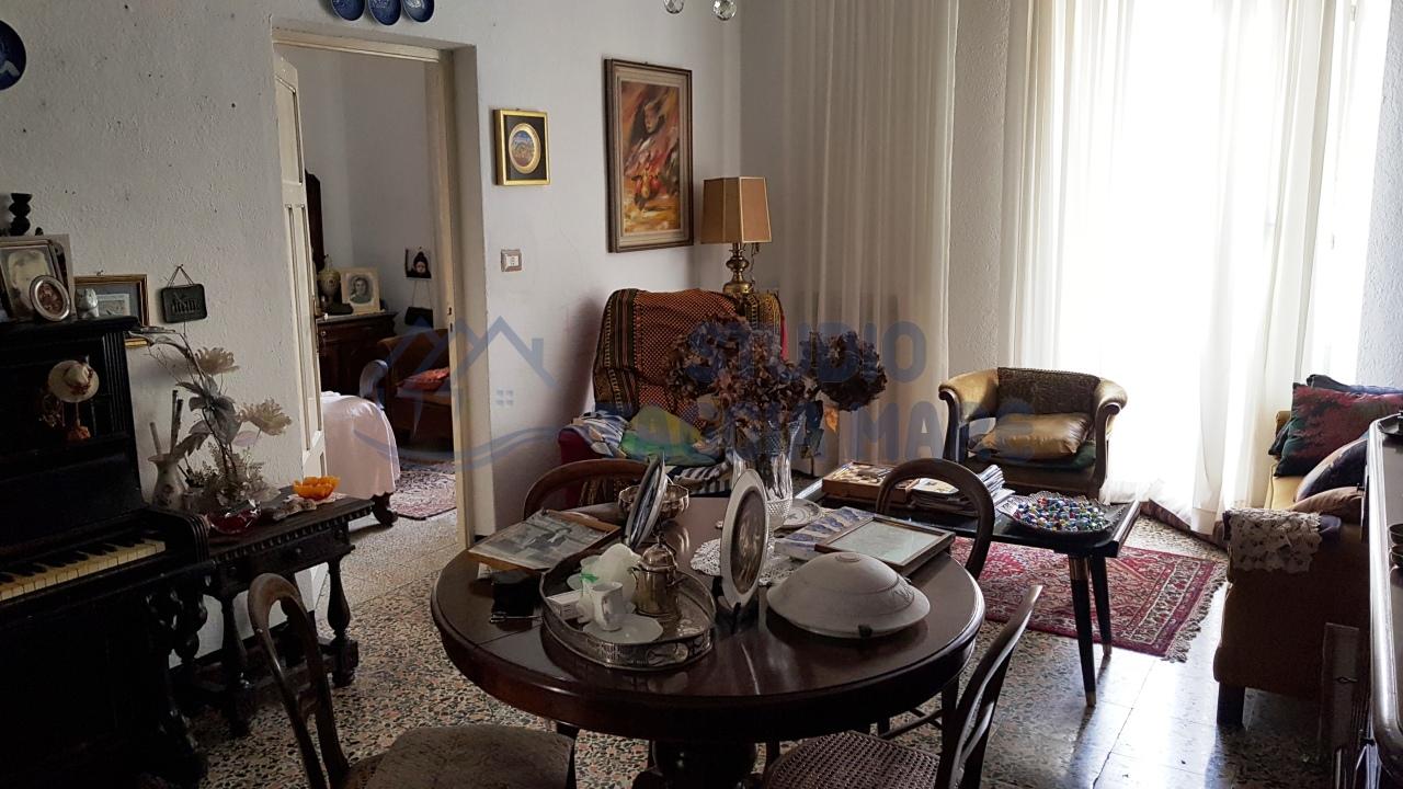 Appartamento in affitto a Badalucco, 4 locali, prezzo € 450   CambioCasa.it