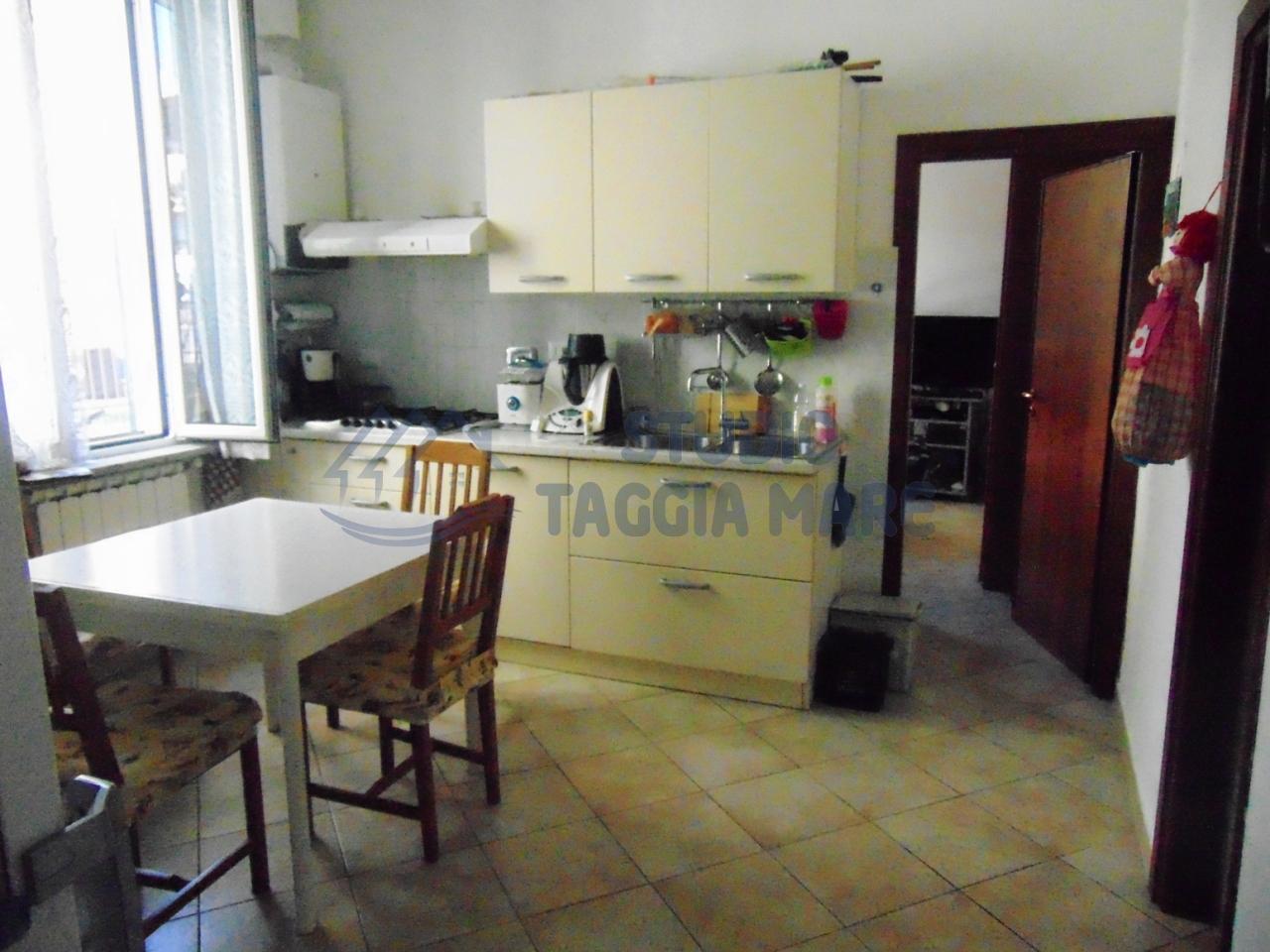 Appartamento in vendita a Taggia, 4 locali, prezzo € 140.000 | CambioCasa.it