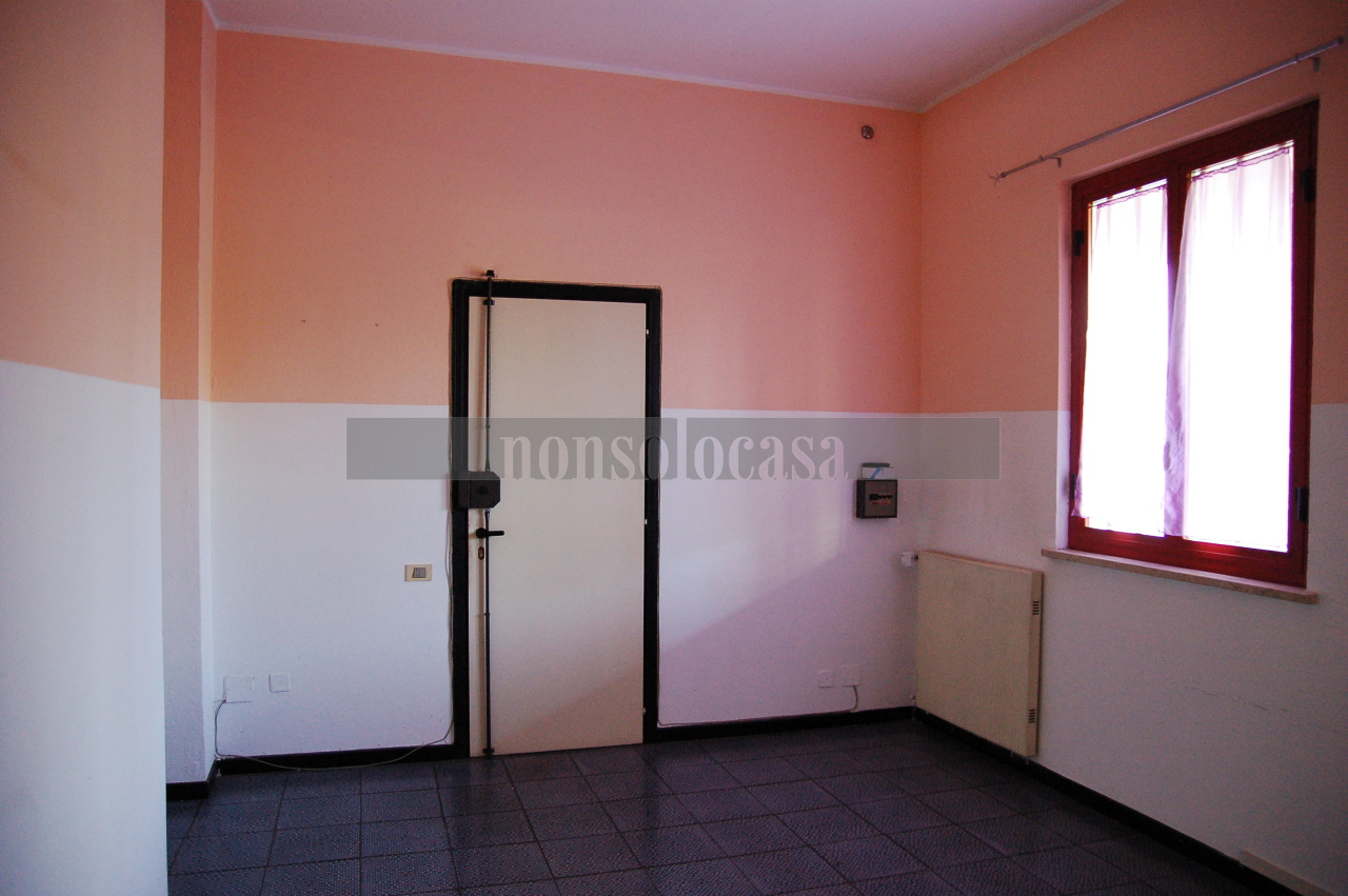 Ufficio / Studio in affitto a Perugia, 3 locali, prezzo € 350 | CambioCasa.it