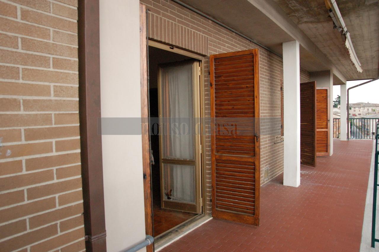 Appartamento in vendita a Corciano, 4 locali, prezzo € 150.000   CambioCasa.it