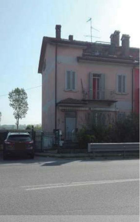 Villetta a schiera da ristrutturare in vendita Rif. 11034093
