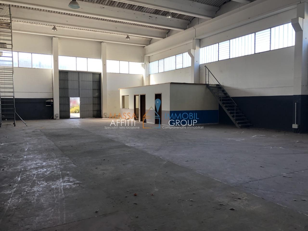 Capannone / Fondo - Industriale/Artigianale a Avenza, Carrara Rif. 8282593