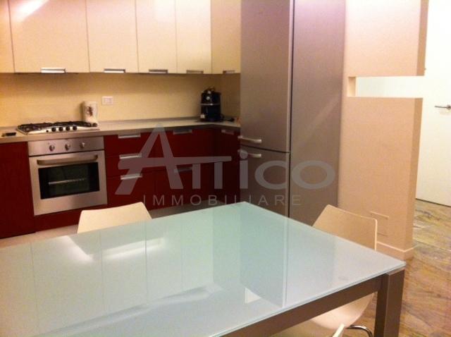 Quadrilocale in buone condizioni arredato in affitto Rif. 8518395