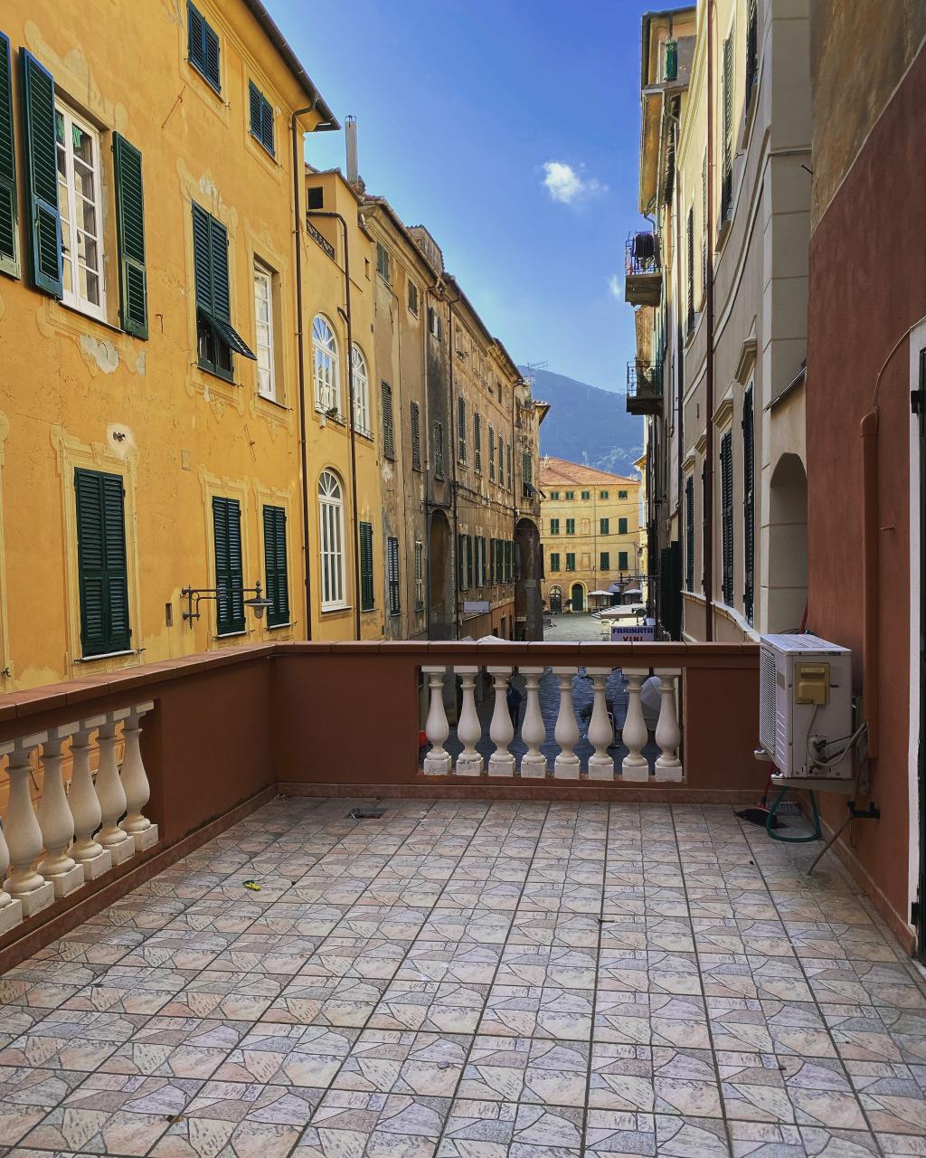 Appartamento in vendita a Finale Ligure, 4 locali, prezzo € 480.000 | PortaleAgenzieImmobiliari.it