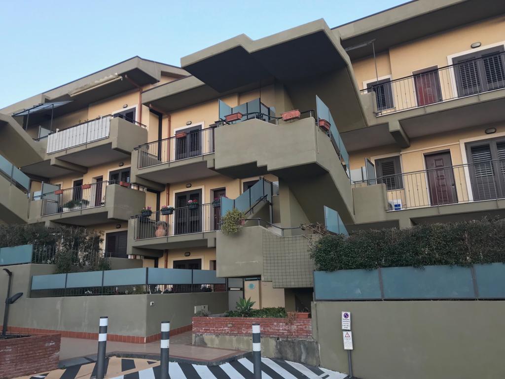 Appartamento in ottime condizioni in vendita Rif. 9581156