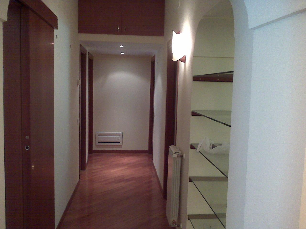 Pentalocale in ottime condizioni arredato in affitto Rif. 11221864