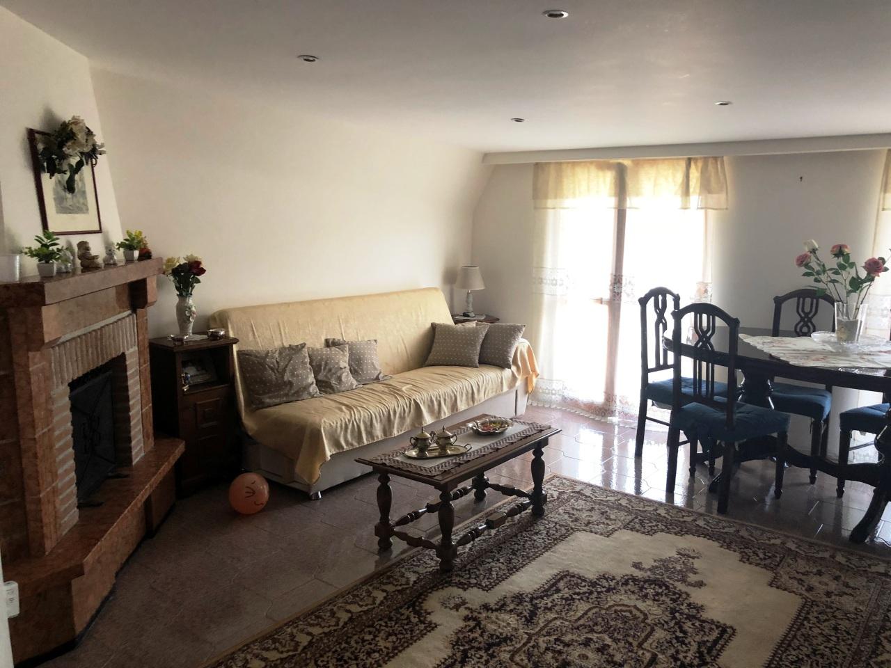 Appartamento in buone condizioni in vendita Rif. 7844142