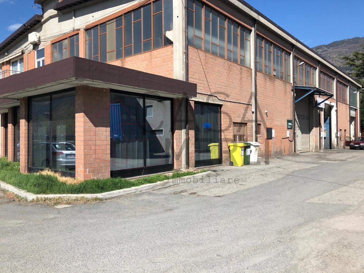Capannone / Fondo - Industriale/Artigianale a Aosta Rif. 10100804