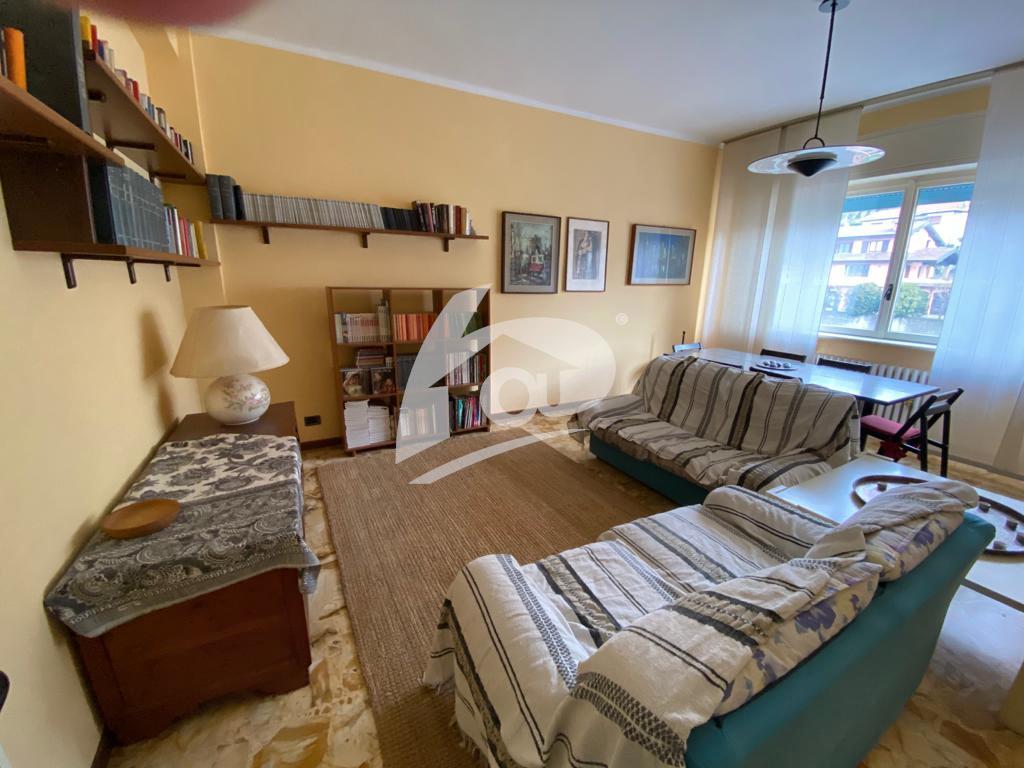 Trilocale in buone condizioni arredato in affitto Rif. 11841049