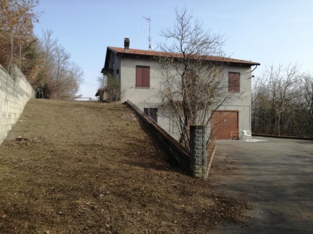 Villetta a schiera in discrete condizioni in vendita Rif. 12067345