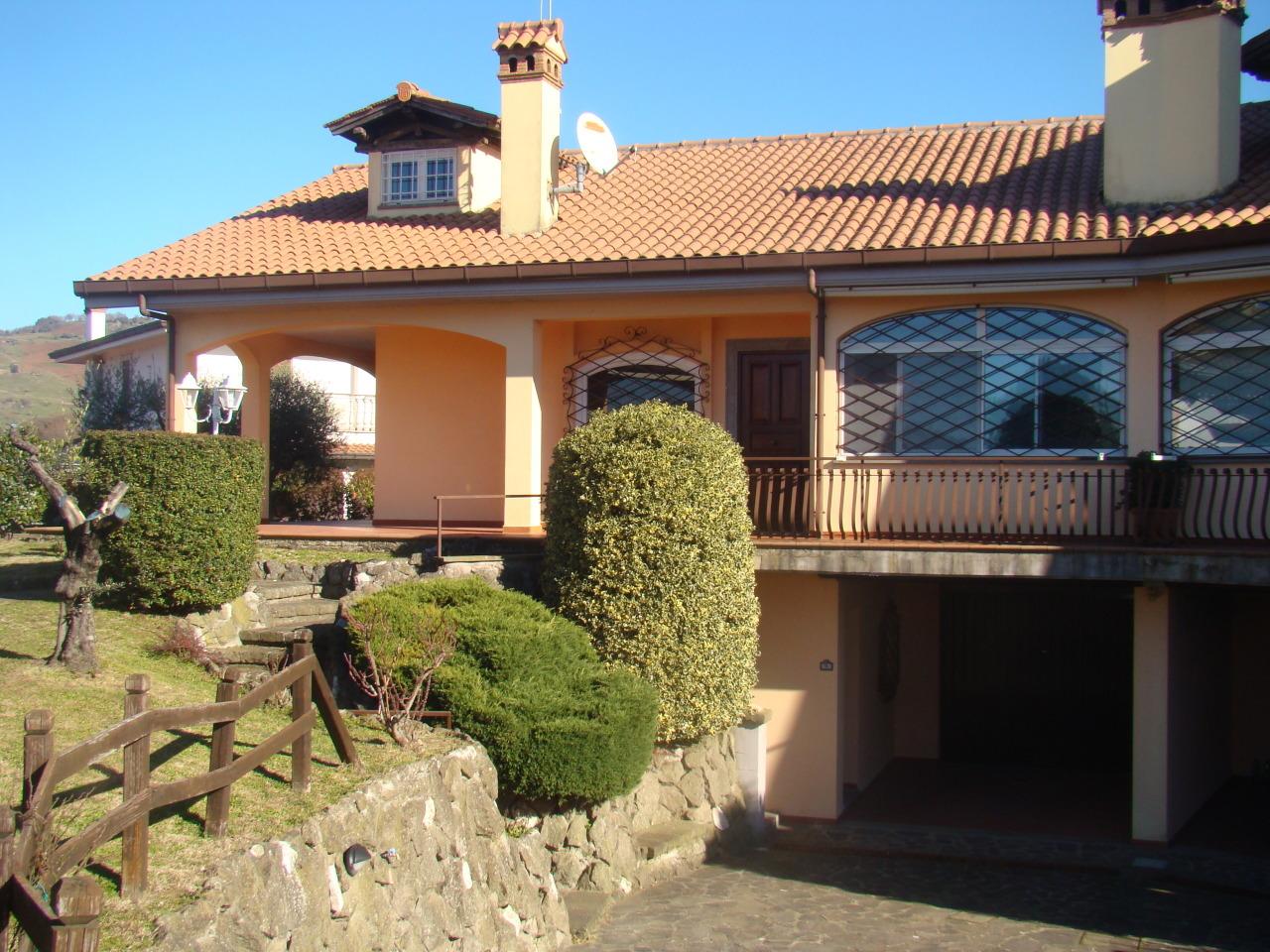 Villa in buone condizioni in affitto Rif. 11904640