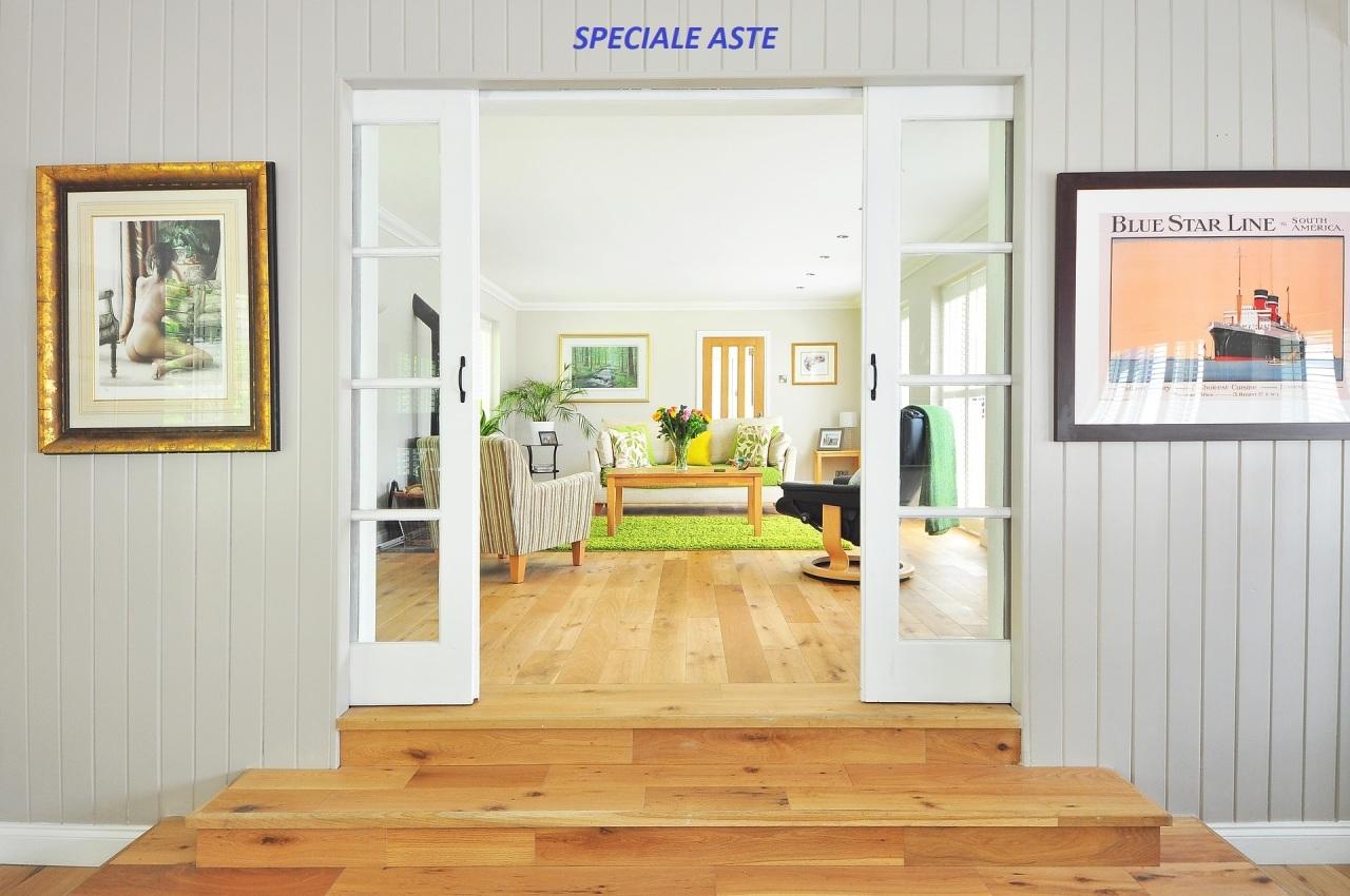 Appartamento in discrete condizioni in vendita Rif. 11615888