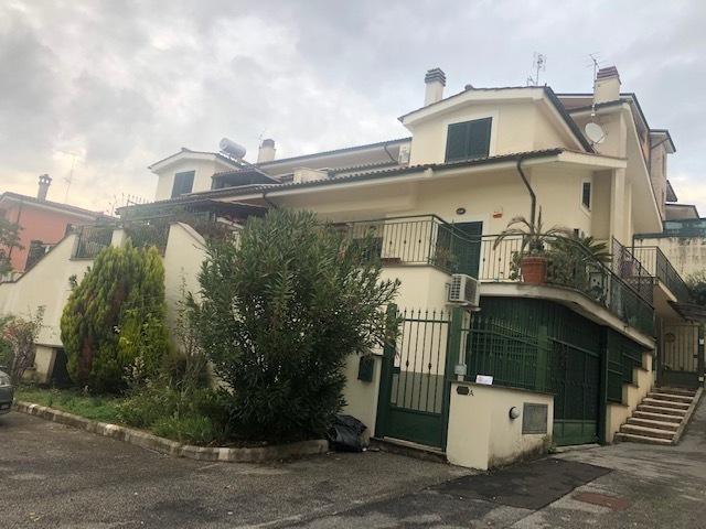 Villetta a schiera in ottime condizioni in vendita Rif. 11527416