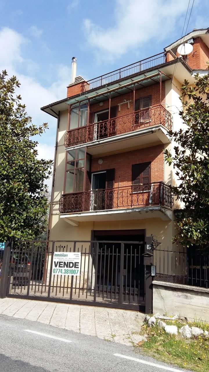 Casa Indipendente in buone condizioni in vendita Rif. 11034259