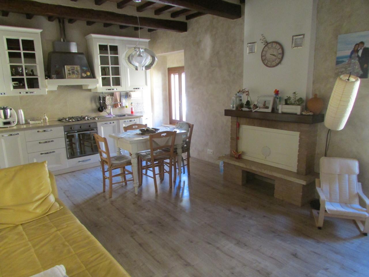 Appartamento in ottime condizioni in vendita Rif. 9268226