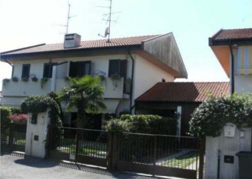Villetta a schiera in buone condizioni in vendita Rif. 10985534