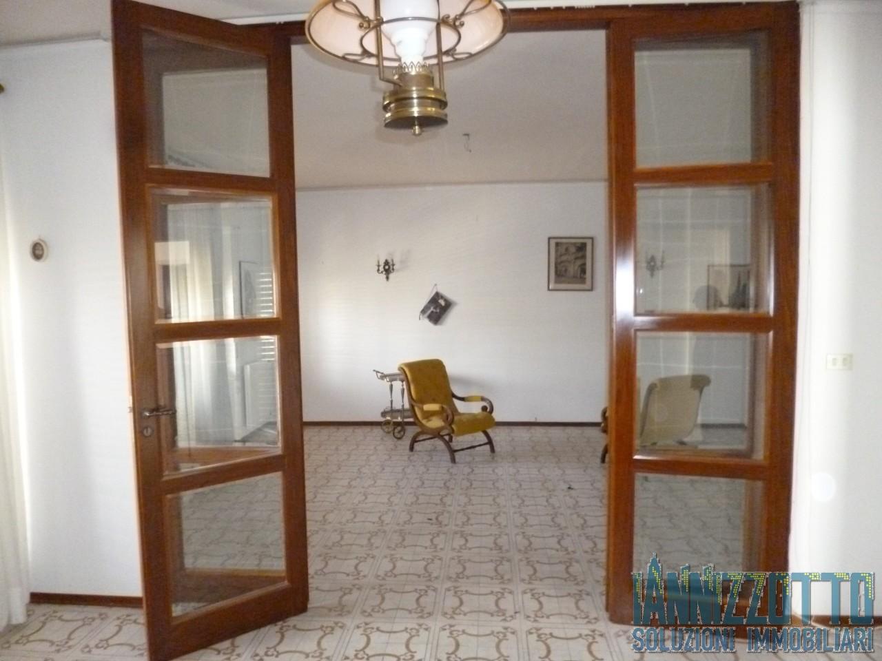Casa Indipendente in buone condizioni in affitto Rif. 8028418