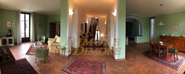 Villa in vendita a Meina, 10 locali, prezzo € 750.000 | CambioCasa.it