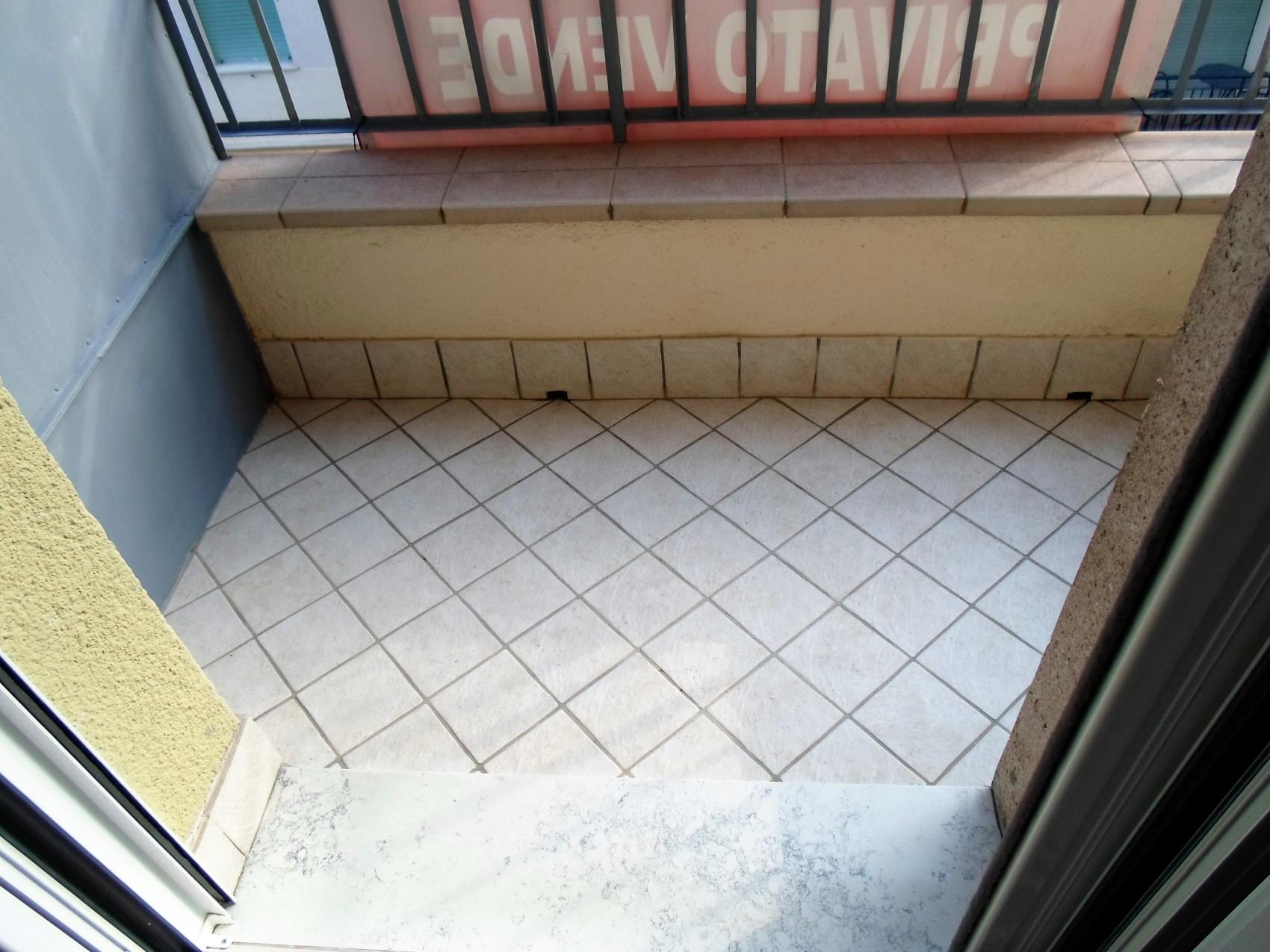 Bilocale terzo piano arredato E3B113
