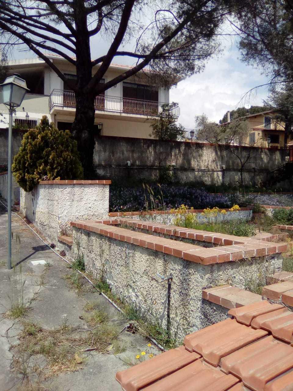 Villa in discrete condizioni in vendita Rif. 8934589