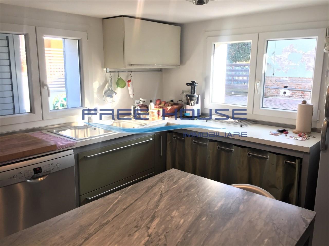 Casa Indipendente ristrutturato in vendita Rif. 10055856