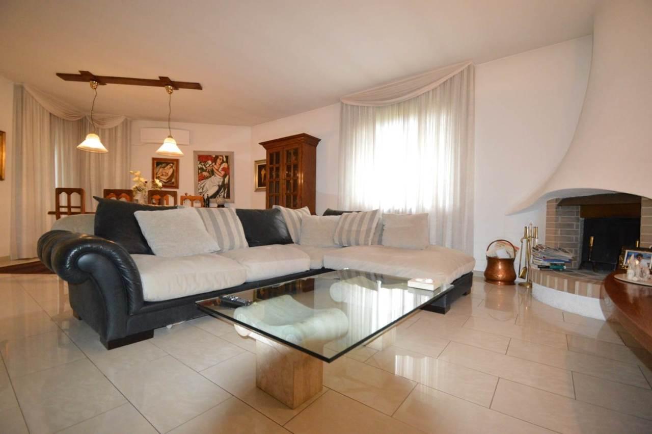 Villetta a schiera in ottime condizioni in vendita Rif. 5899324