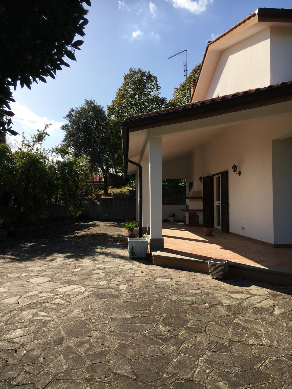 Villa in buone condizioni in vendita Rif. 11345455