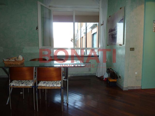 Appartamento in buone condizioni in vendita Rif. 8150214