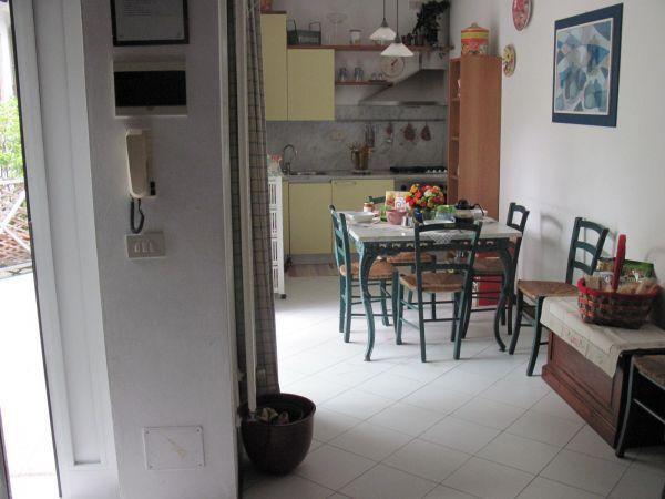 Soluzione Indipendente in affitto a Viareggio, 5 locali, Trattative riservate | CambioCasa.it