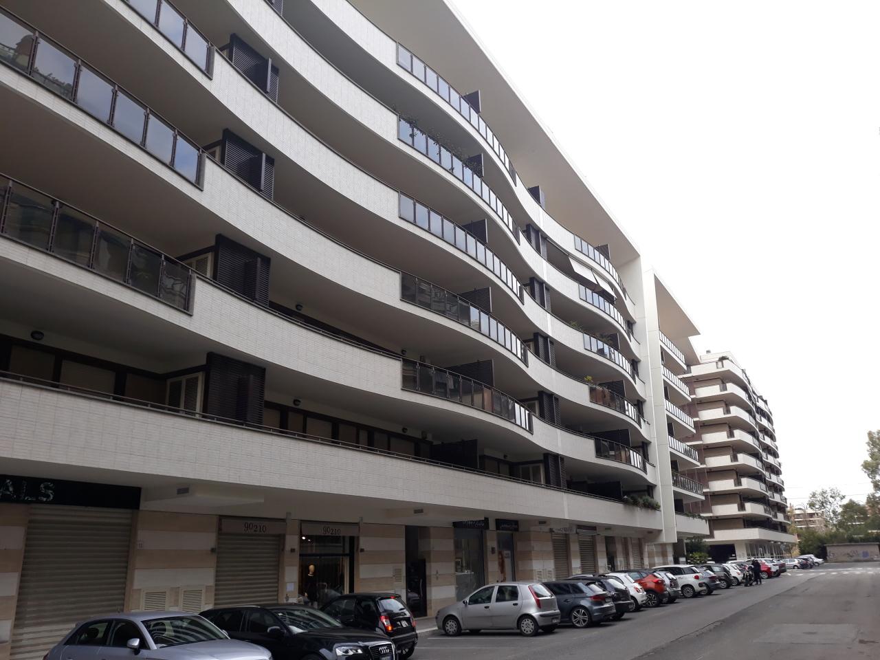 Locale commerciale - 2 Vetrine a Roma Rif. 8463600