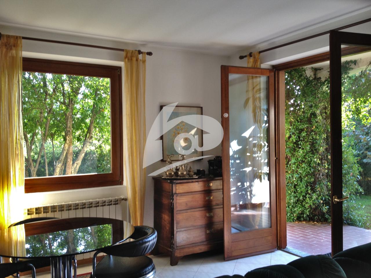 Villa in vendita a Cittiglio, 6 locali, prezzo € 390.000 | PortaleAgenzieImmobiliari.it
