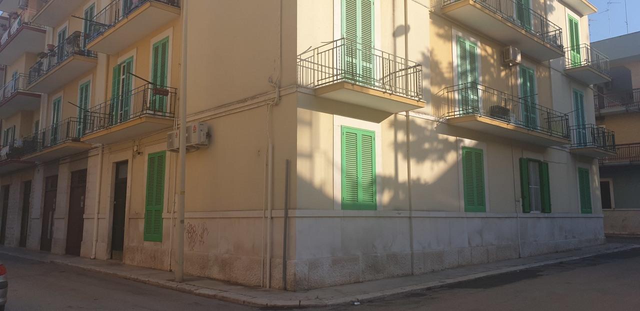 Bilocale in buone condizioni in affitto Rif. 11077547